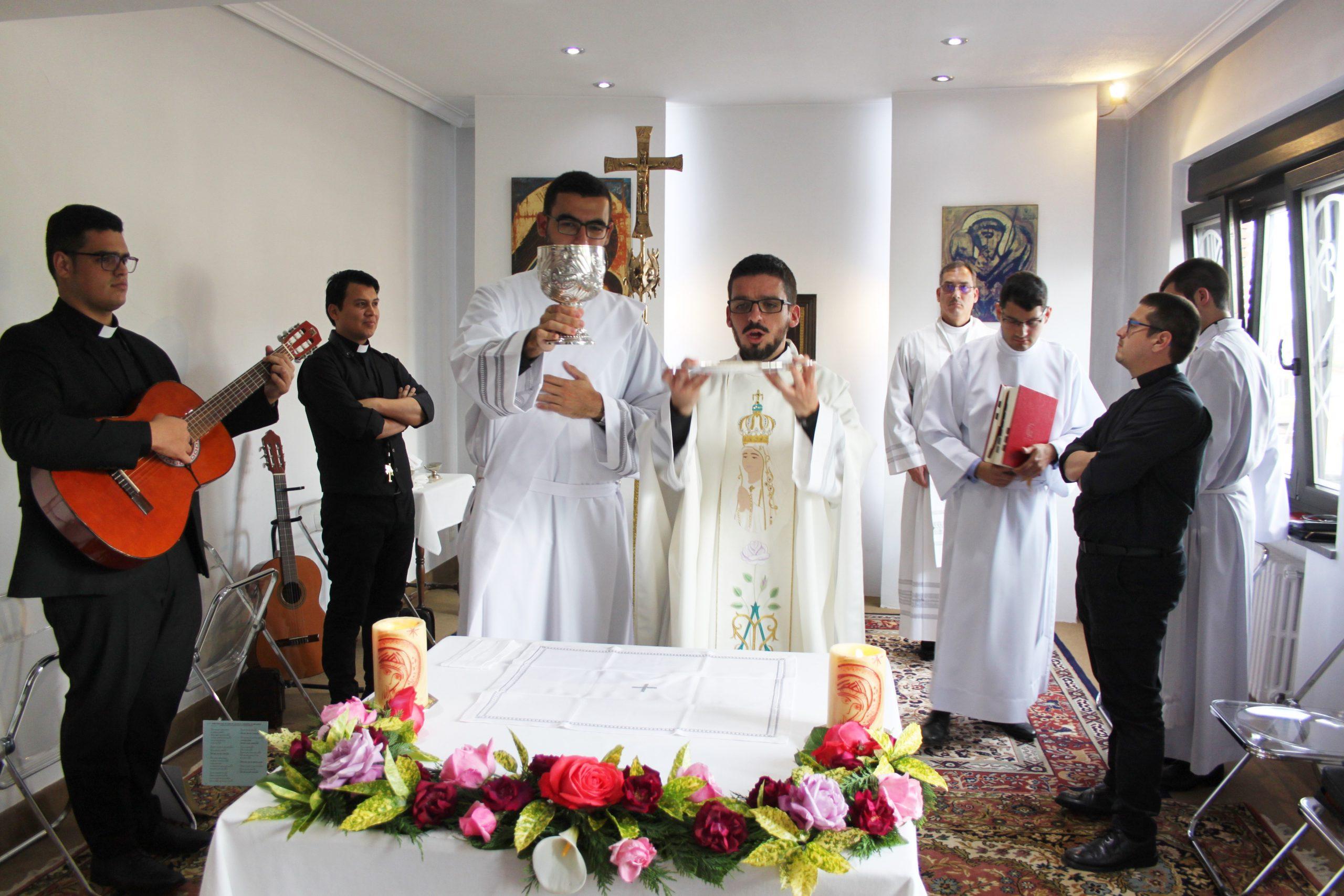 Primera misa del nuevo diácono, en el Seminario